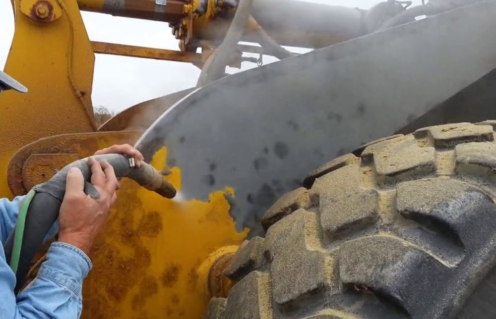Sandblasting and dustless blasting - Equipment surface preparation