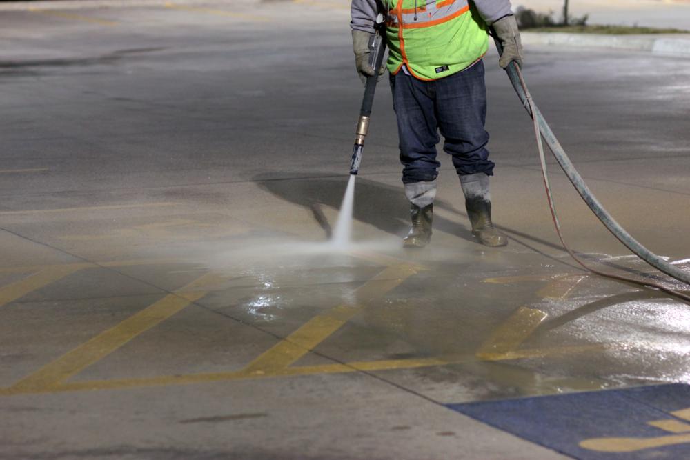 Sandblasting and dustless blasting - Line stripe removal