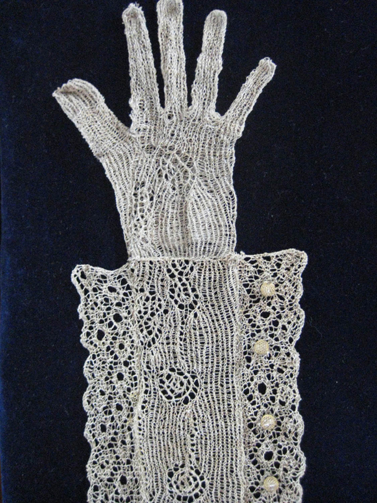 18.Keefer_TheoryOfRevolution_Glove.jpg