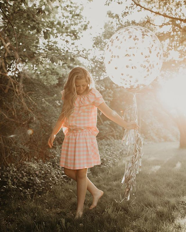 Sup guys! Still not posting very much because I'm still out enjoying living my life.😋🤪😆 This past week we celebrated my birthday, spent a ton of time with fam & friends, & I've been taking sessions like this cute one! My gorgeous niece who is turning 12 soon! 😍👱🏼‍♀️🎈 I love myself a good sun flare☀️🙌🏼