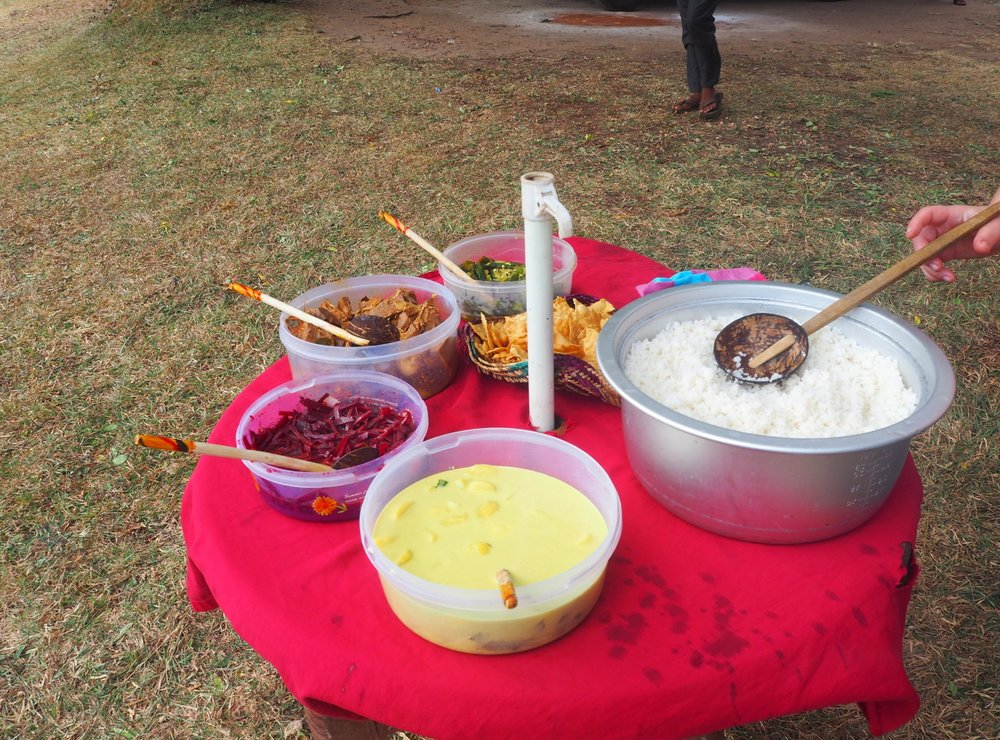 Picnic lunch in Anuradhaura