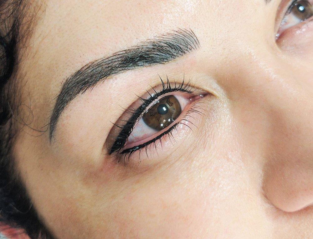 Eyeliner_lower.jpg