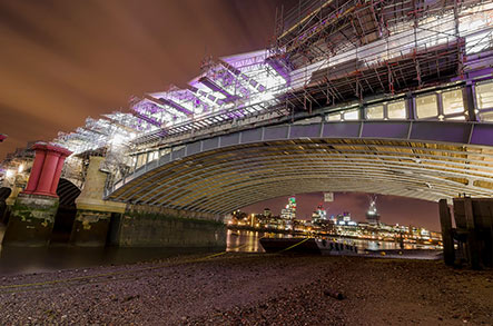 London-thames-barge-bridge.jpg