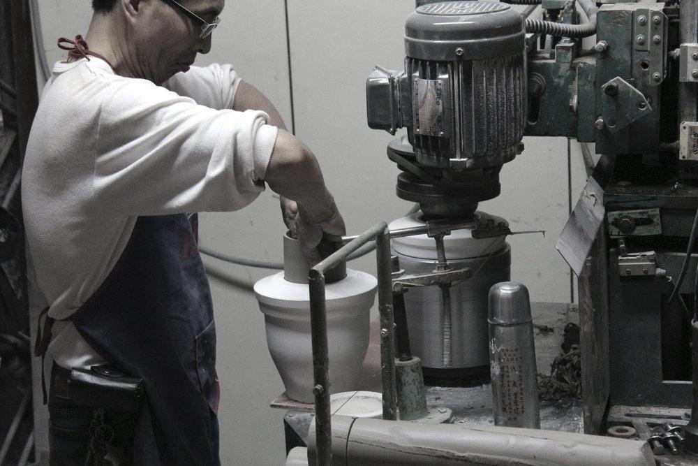 CASA水氧機的每一個製作環節都需要經過人工細微調整。