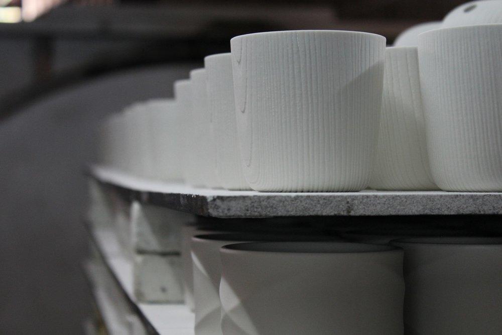 2012年在巴黎傢飾展(Maison & Objet)大獲好評的MU陶瓷木紋杯