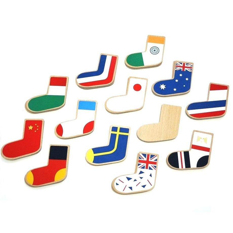 Matching game - Pairing one's own socks can not start too early. This is actually a tricky little game , matching flags and patterns. Great for memory, pattern recognition and learning the flags of the world.