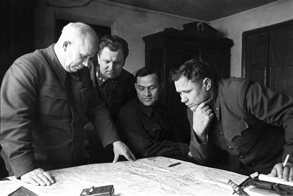 khrushchev (far left) helping plan the defense of Stalingrad. september 1942.