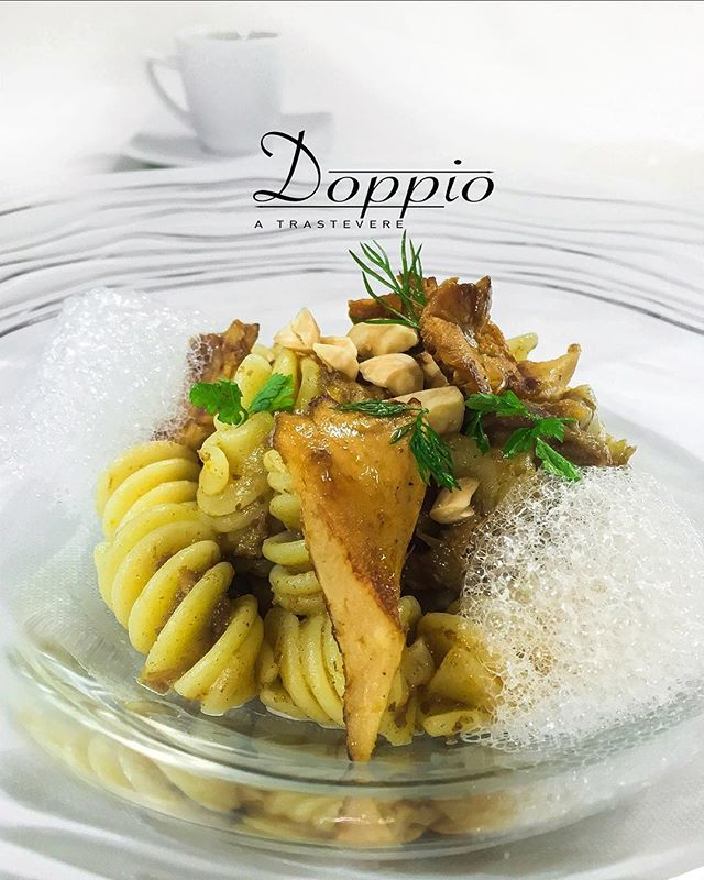 🇮🇹 Fusillone Verrigni al ragù bianco di cinghiale profumato al Lapsang, con finferli e mandorle. . . 🇬🇧 Verrigni Fusillone pasta with boar ragù flavored in lapsang tea, chanterelle mushrooms & almonds. . . . . @verrignimood #doppioatrastevere #roma #rome #trastevere #italy #italianfood #foodie #foodgasm #foodporn #foodblogger #foodandwine #travel #view #work #pasta #mushrooms #gourmet #gorgeous #recipe #visititaly #lazio #love #restaurant #food #chef #chefstalk #hungry #cleaneating #instagood #yummy