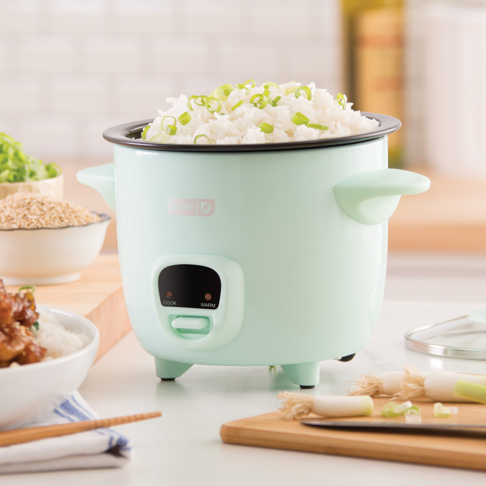 Dash Mini Rice Cooker - This rice cooker makes rice, sure, but did you know you can also make mac & cheese and cakes?Get it here.