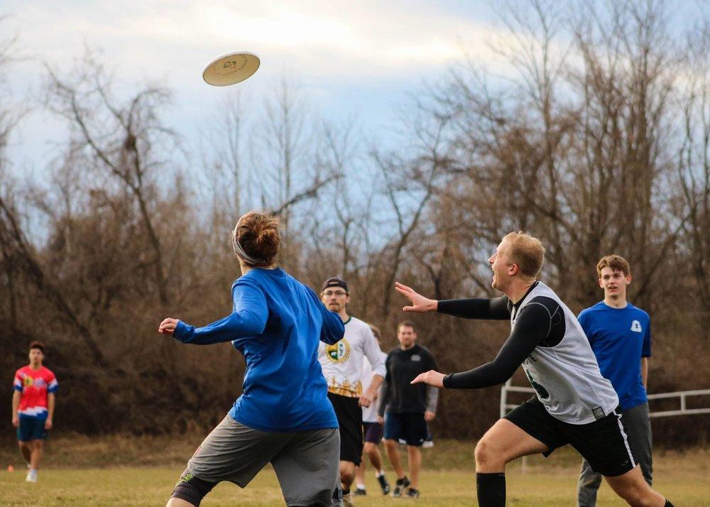 boy girl frisbee.jpg
