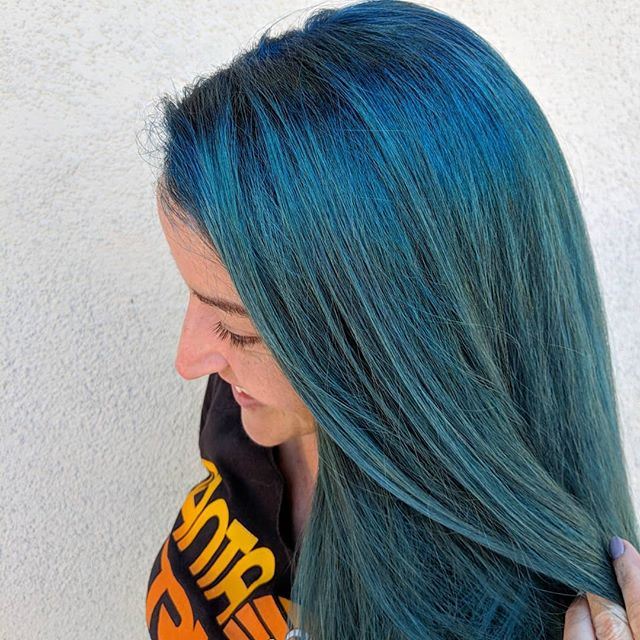 Rockabilly mermaid 💙 . Touched up her roots for the first time using @owayorganics She upkeeps her color at home using @overtonecolor . . #owayorganics #overtonecolor #bluehair #mermaidhair #simplyorganicbeauty #ammoniafree #organichaircare #cleanairsalon #amosstudio #holistichairtribe #greenchemistrysalon #oway #owayofficial #glossgenius #glossboss