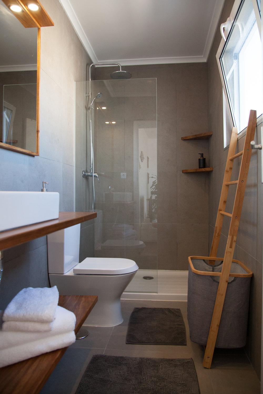 Azores Accommodation Villa Terra Bathroom 1st floor - Azores Connections.jpg