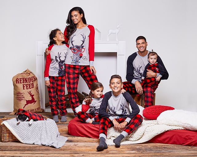 ▶ JAMMIN' JAMMIES @shopjamminjammies  Art director / set designer @marievrodrigcom Photographer @davidcurleigh  MakeupHair @martinemakeuphair  Models @dorkiestsidekick (@montagemodels), @milliondollarmik3 (@foliomontreal), Lucas, Emma & Gabriela (agencegirafe) . #fashion #pyjamas #pajamas #family #kids #mom #dad #sister #brother #toddler #baby #merry #christmas #joyeux #noel #dog #campaign #art #artdirection #setdesigner #ecommerce