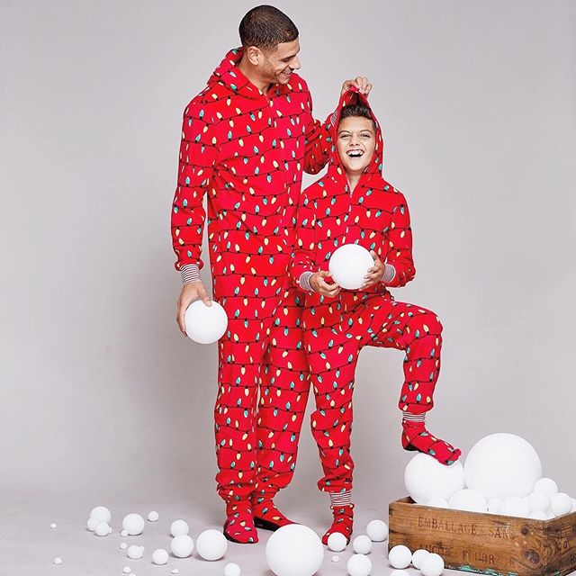▶ JAMMIN' JAMMIES @shopjamminjammies  Art director / set designer @marievrodrigcom Photographer @davidcurleigh  MakeupHair @martinemakeuphair  Models @milliondollarmik3 (@foliomontreal) & Lucas (agencegirafe) . #fashion #pyjamas #pajamas #family #kids #mom #dad #son #brother #toddler #baby #merry #christmas #joyeux #noel #campaign #art #artdirection #setdesigner #ecommerce