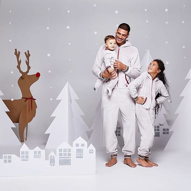 ▶ JAMMIN' JAMMIES @shopjamminjammies  Art director / set designer @marievrodrigcom Photographer @davidcurleigh  MakeupHair @martinemakeuphair  Models @milliondollarmik3 (@foliomontreal), Edouard & Gabriela (agencegirafe) . #fashion #pyjamas #pajamas #family #kids #mom #dad #sister #brother #toddler #baby #merry #christmas #joyeux #noel #dog #campaign #art #artdirection #setdesigner #ecommerce