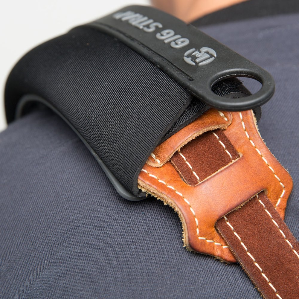 """EMBRACING ANY STRAP - Gig Strap comes in two sizes – fits for standard (2"""" to 2.5"""") and wide straps (3"""" to 3.5"""")."""