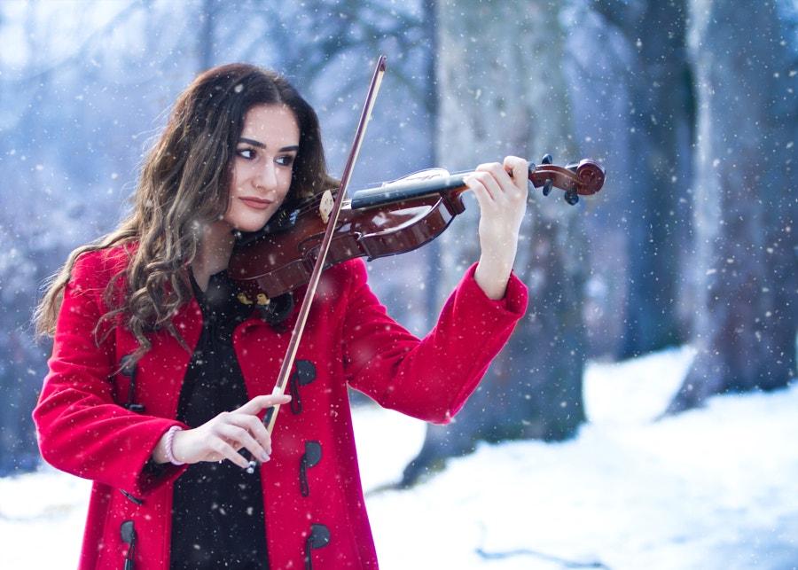 Snow-Violin-Player.jpg