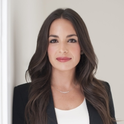 Melissa Weiner - Events & Fundraising    Current Job:  Attorney   What's Your Why:  My family has been meaningfully involved in CCRF for years, and I am happy to now personally help integrate the young professional initiative.