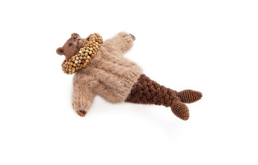 pregnant-grizzli-bearmaid_brooch-by-felieke-van-der-leest_crocheted-and-knitted-textiles_plastic-animals_gold-jasper_2013_photography-by-eddo-hartmann.jpg
