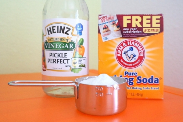 The simplest, most effective recipe. Vinegar and baking soda. Photo via decoist.com
