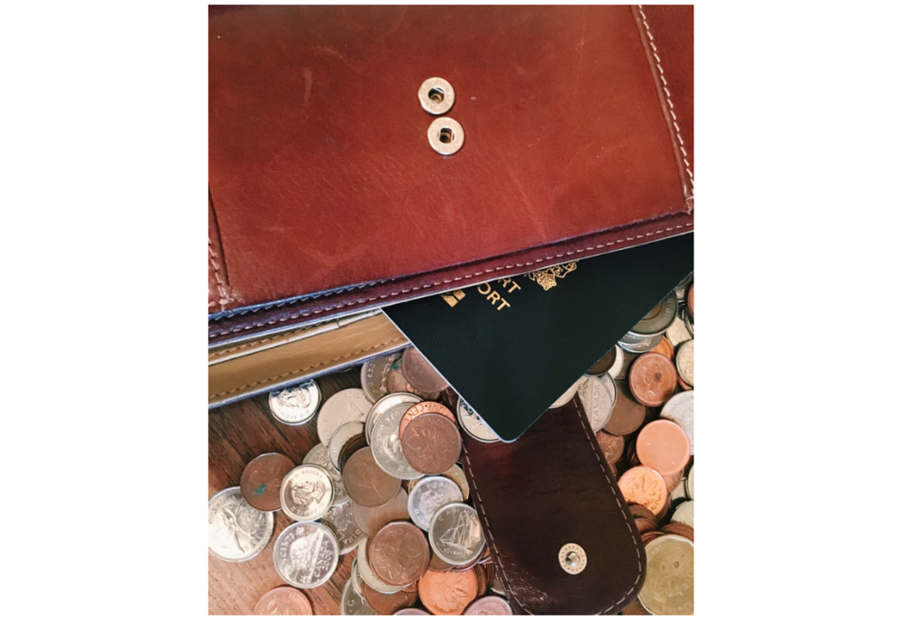 A simple tip? Keep your coin change, pens, and cosmetics in a separate small bag within your purse. Believe us, this will do  wonders  in keeping the inside of your purse clean and tidy.
