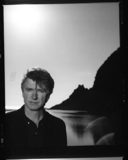 Neil-Finn-photo_1_small.jpg