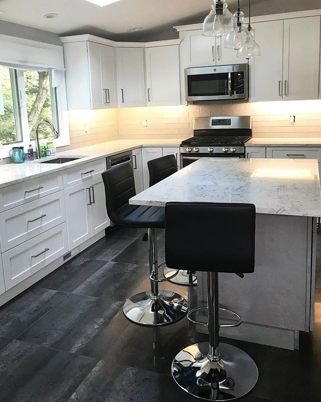 Loved helping this client find a richly colored kitchen floor tile to add some depth to this otherwise white kitchen. 🌟 | #kitchendesign #kitchenremodel #interiordesign #designinspiration #designinspo #ceramiccreations