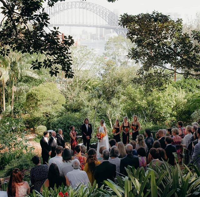 With the warmer months lingering around a little longer we're embracing the outdoors. How dreamy is this wedding ceremony at the Wendy Whiteley Secret Garden in Lavender Bay, NSW? 🌿 📷 @fontainephoto_