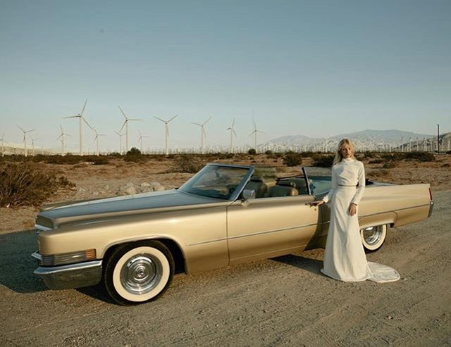 Trade the limo for vintage wheels to ride at your next event. We're loving this champagne coloured Cadillac on set in the dreamy Palm Springs desert. 📷 @letobridal