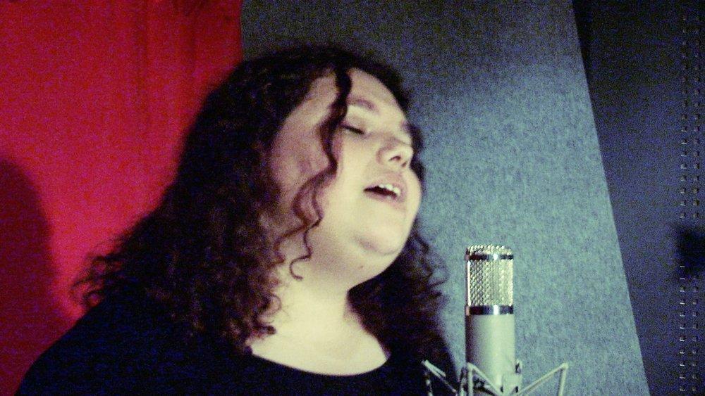 Kartanya Singing.jpg