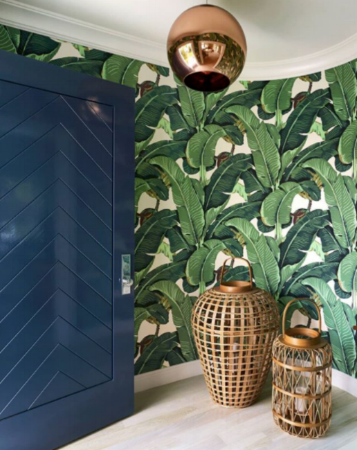 {Complemented with navy and neutrals, this patterned wallpaper evokes an earthy vibe. From:  House Beautiful .}