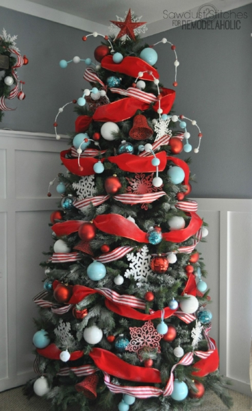 {Try trimming your tree with ribbon of different widths, textures and colors. From:  Remodelaholic .}