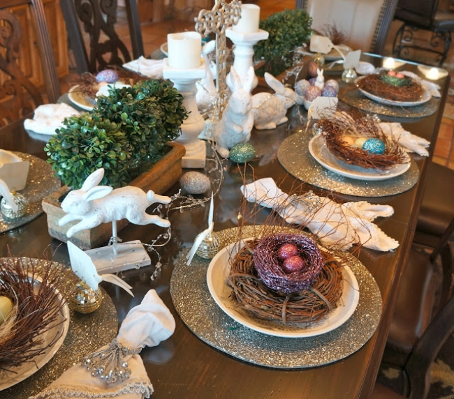 {Glitter place mats add glamor to this Easter table. From:  Pine Creek Style .}