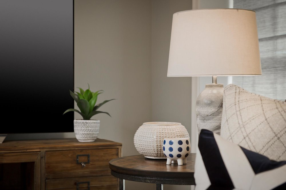Wooden side table with lamp and porcelain accessories