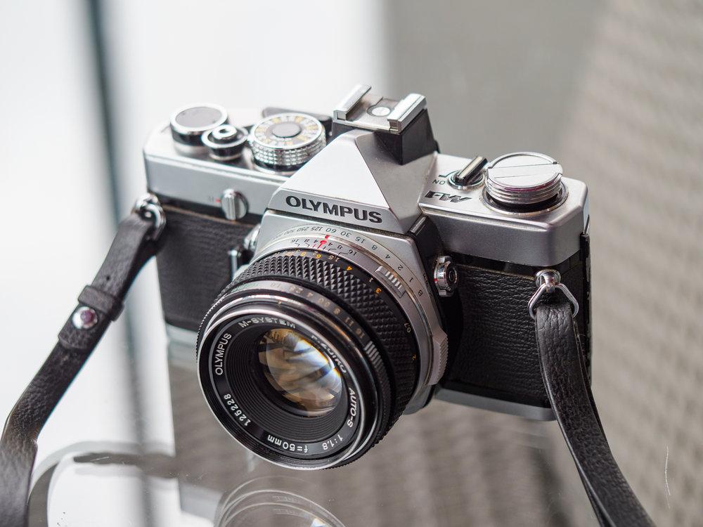 Olympus M-1 ja F.Zuiko 50mm f1.8 Auto-S M-system