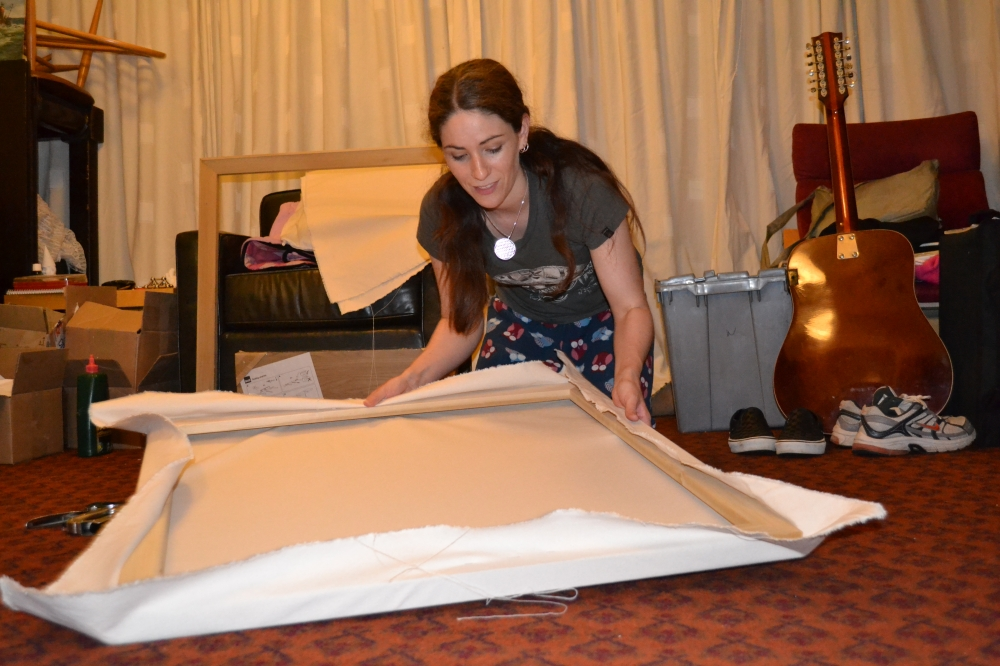 artist stretching canvas, how to stretch your own canvas, canvas stretching, artist canvas stretching