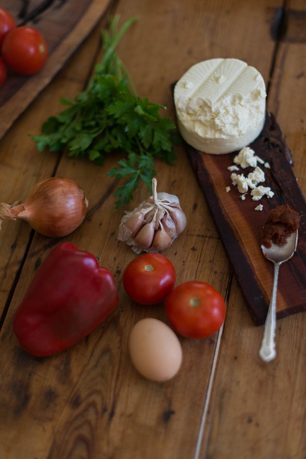 Huevos con salsa de tomate picante y feta