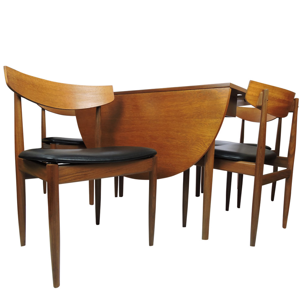 table_and_chairs_4.jpg