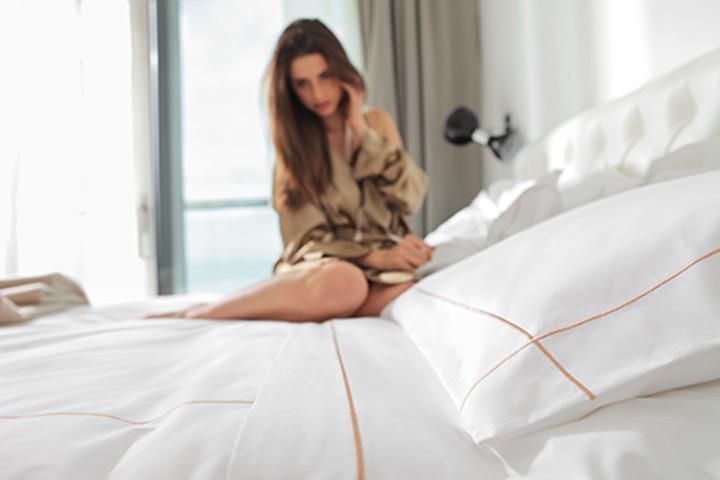 HOTEL - La ricerca delle stoffe, l'eleganza e l'assoluta praticità dei nostri tessuti, sono le nostre premesse per infondere uno stile unico ai migliori hotel d'Italia e del mondo dove raffinatezza e informalità raggiungono l'equilibrio.
