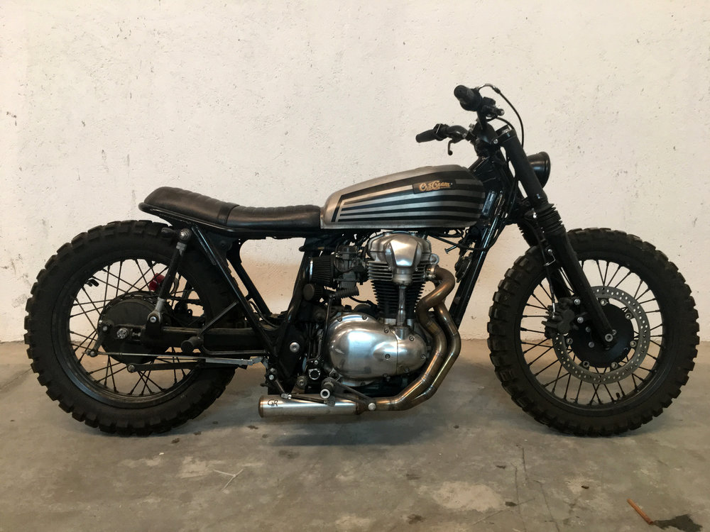 Kawasaki W650 - Una moto muy exclusiva, hecha por CRD y aparecida en publicaciones como Bike Exif. Esta Kawa cuenta con una customización muy especial, escapes hechos a mano y tren trasero rígido.10.000€