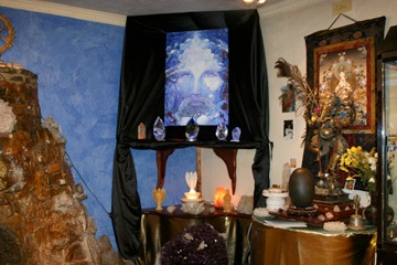 Tanzanite Christ in stone age Glastonbury.jpg