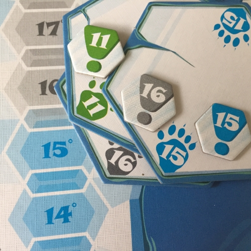 The temperature track and the alert tokens (the small hexes) are both divided into 5 different colors to help identify them more easily. This also aids in initial polar bear set up--efficient design choice.