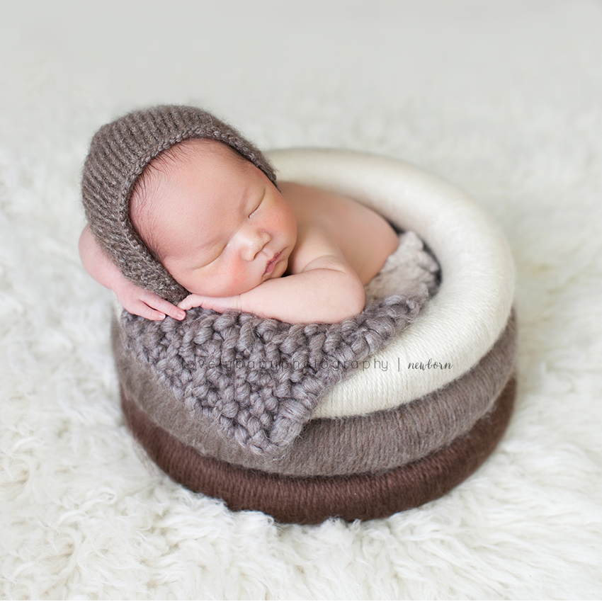 04 sacramento newborn photographer baby in ring yarn prop