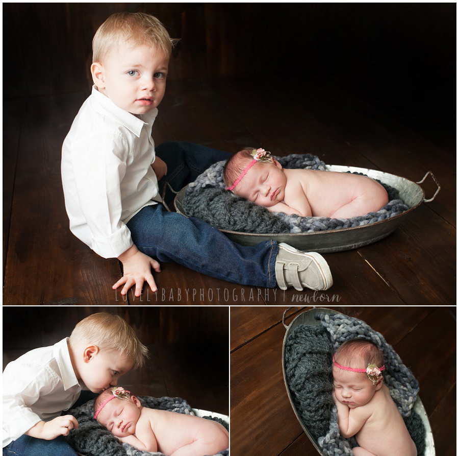 02 sibling photograph with newborn