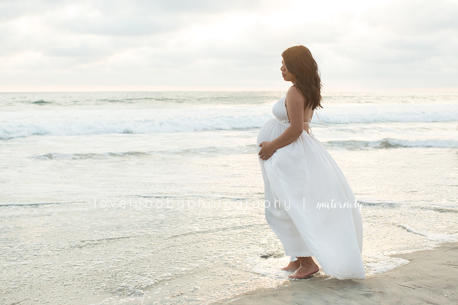 10.5 beach carlsbad maternity photographer