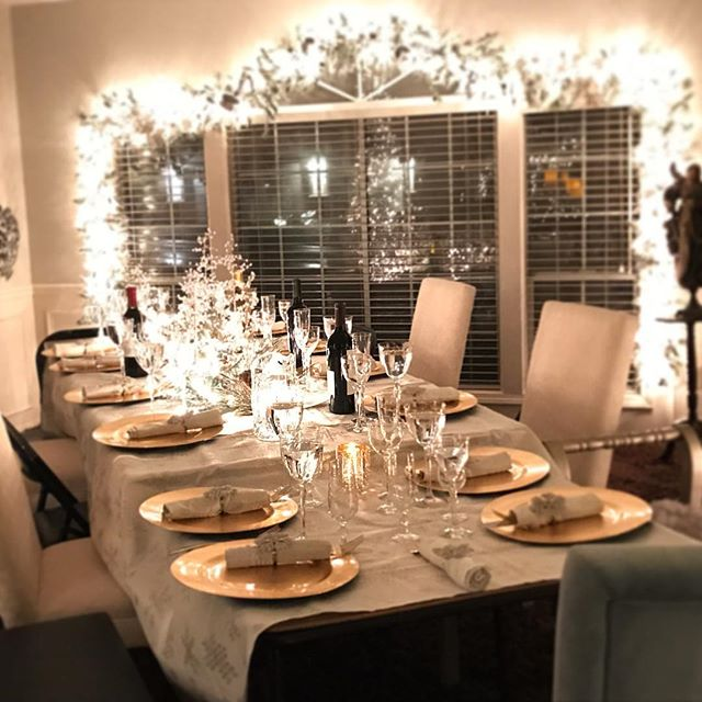 Look how awesome this thanksgiving table looks! For more interior design inspiration, go follow my mom @designsbymechelle! She loves Christmas decorating 🎄 * * * #designsbymechelle #christmas #homedesign #design #home #decor #homeinspiration