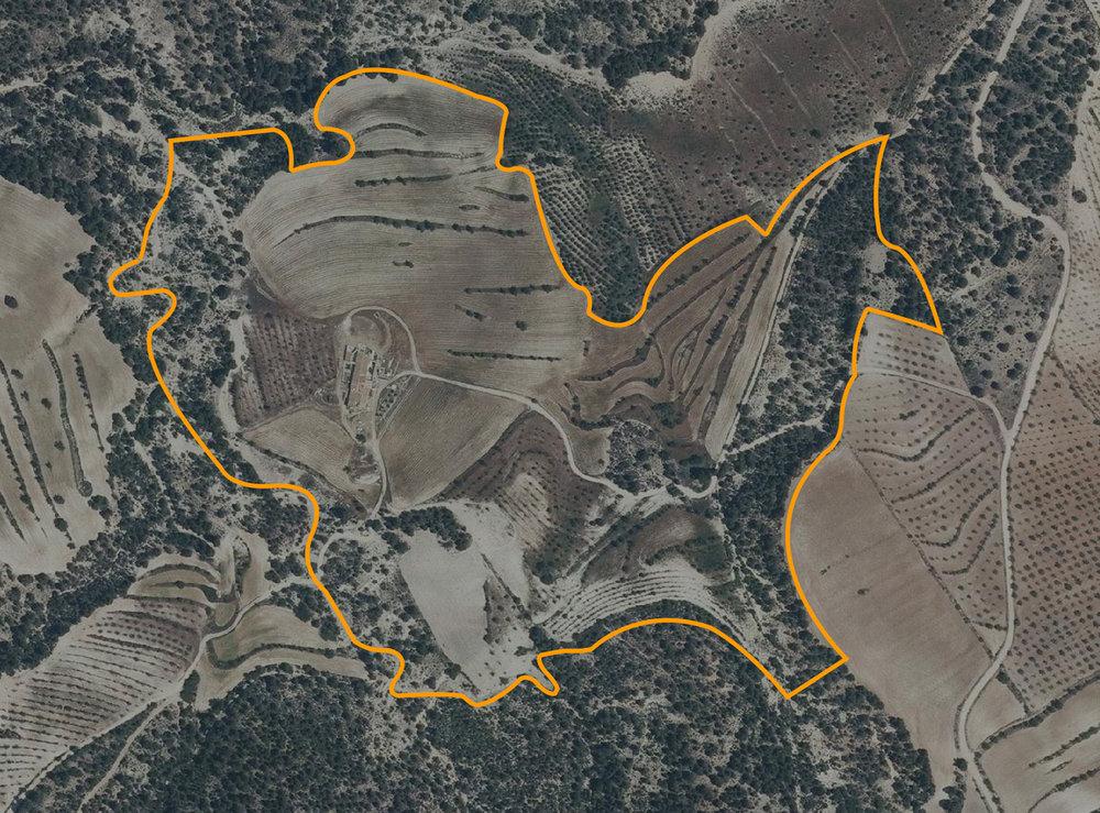 Proyecto en Los Gázquez ilustrando el Sistema de recogida de agua (abajo a la derecha) y las hiladas de piedras para contener el agua de la lluvia