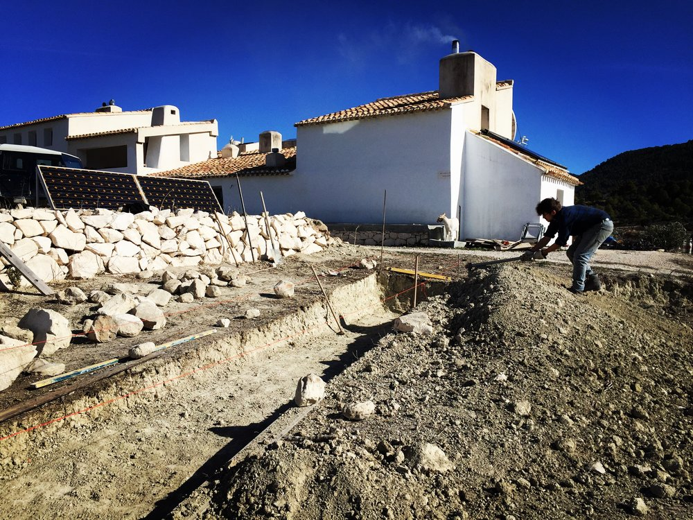 Here we are preparing the foundations for an additional 1620 Watts of photovoltaic panels to be installed at Joya: los gázquez later this month. It's part of our program to be continually distanced from emitting carbon into the atmosphere.