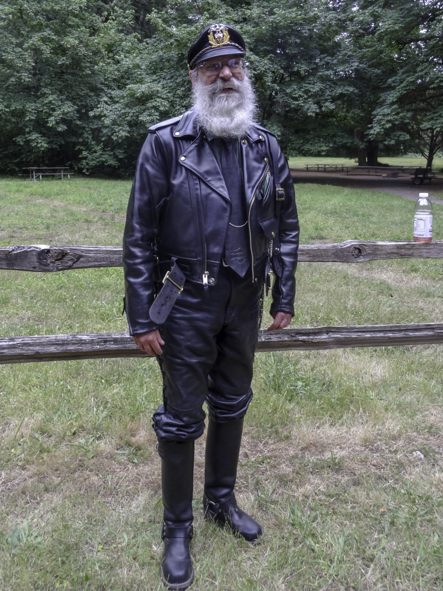 Darryl in full formal leather dress. Look'n sharp!