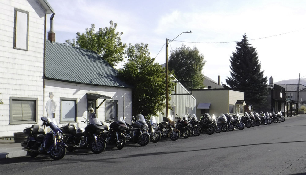 Line-up for breakfast. Not much going on in fossil on a Saturday morning, so we got the whole street to park our bikes.